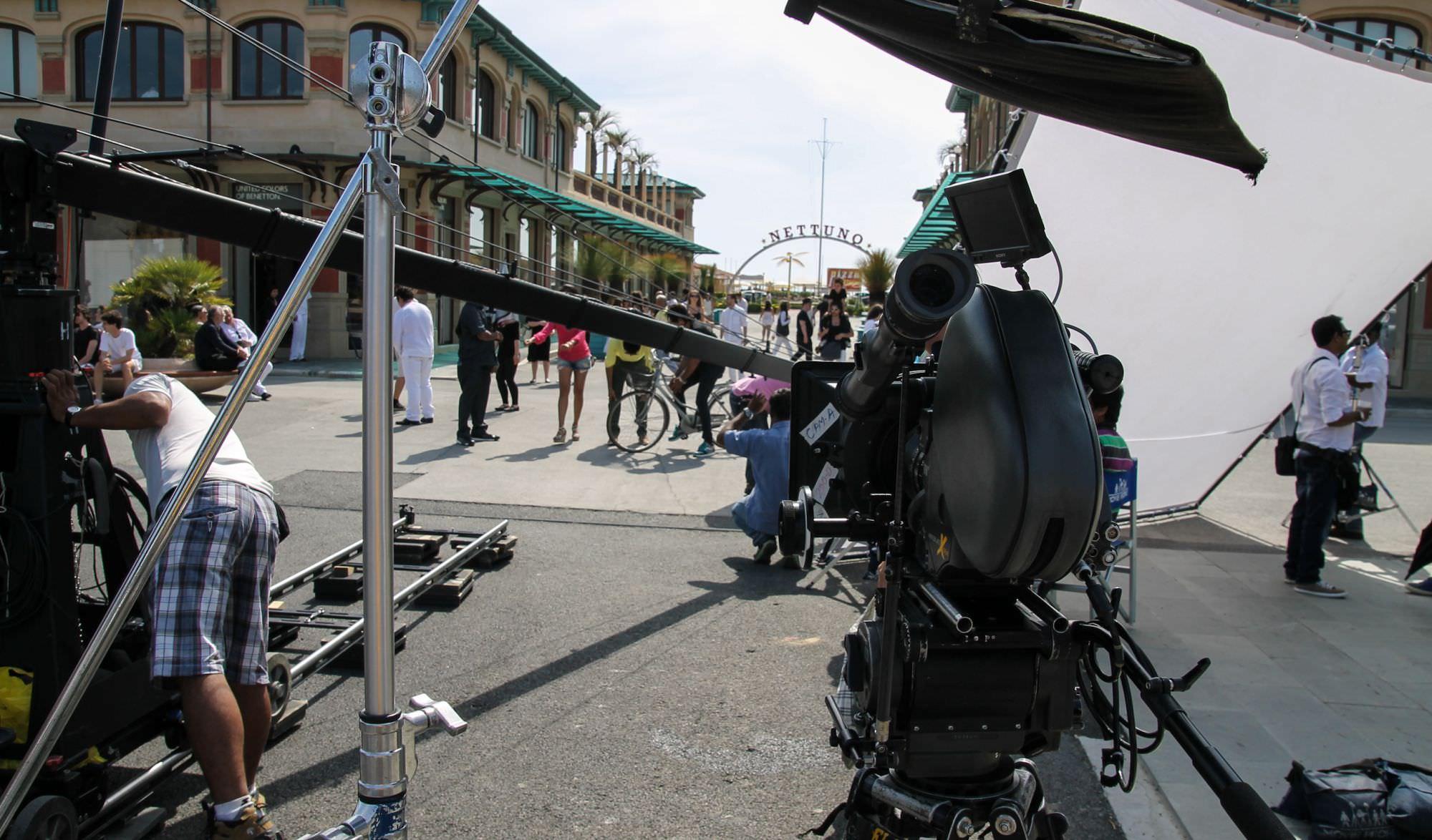 La passeggiata di viareggio diventa il set di un film
