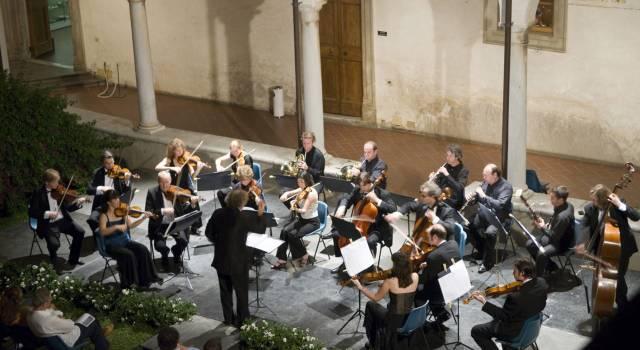 """""""Vi svelo il significato di questo quadro"""". Guttman spiega il logo di Pietrasanta in Concerto (video)"""