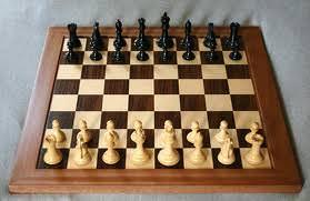 Il campione di scacchi sfida in simultanea più avversari. Appuntamento sabato pomeriggio in piazza Pertini