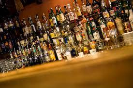 Ubriaco ruba liquori in noto supermercato. Denunciato dai Carabinieri