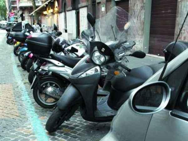 Nuovo stallo per cicli e motocicli  lungo la via Francigena