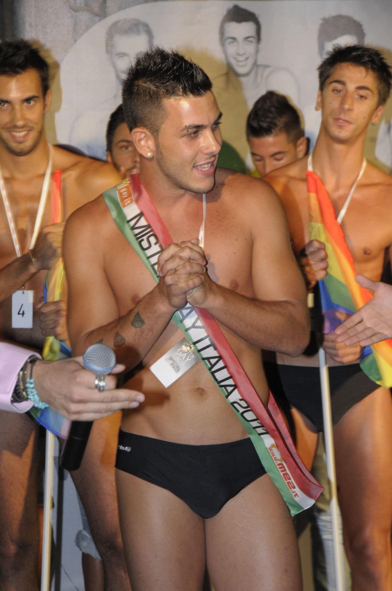 ghibli spogliarellista top gay italia