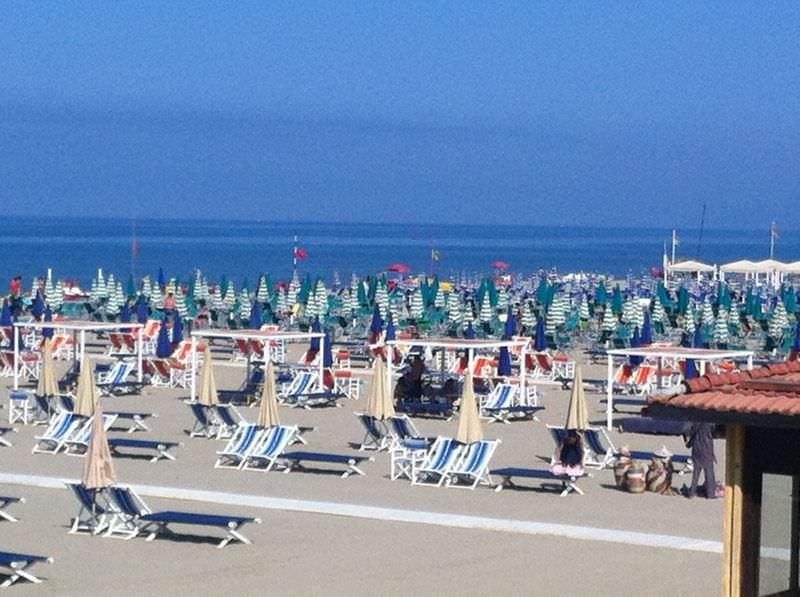 Gli stabilimenti di Forte dei Marmi salutano l'avvio della stagione turistica
