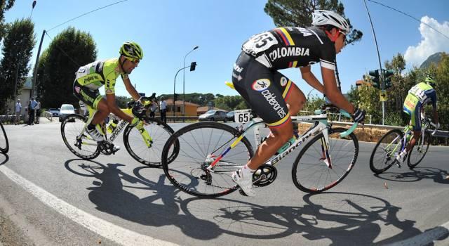 Gli italiani preferiscono la sella, nel 2012 vendute più biciclette che automobili