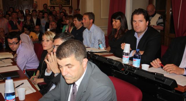 """Camaiore, la maggioranza replica a Ceragioli: """"Attento solo a buttare fango sull'amministrazione"""""""