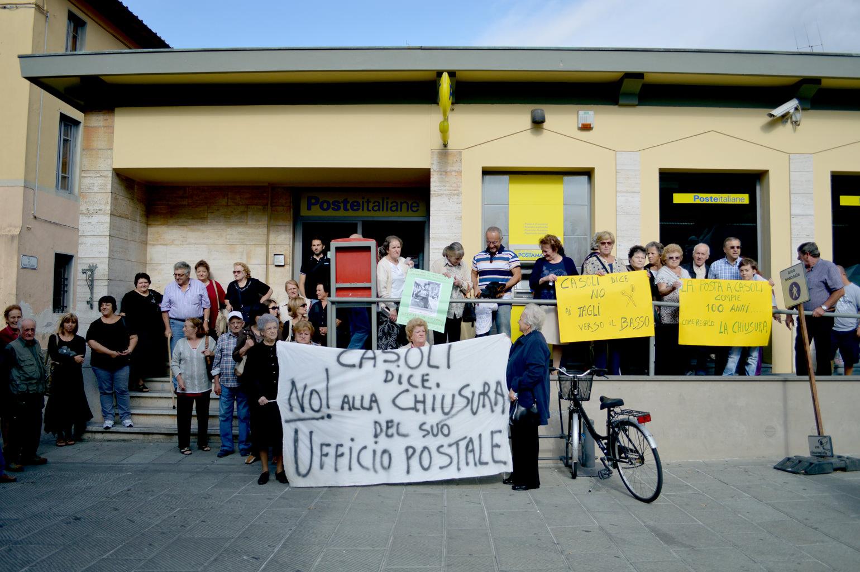 A Firenze per dire no alla chiusura delle poste di Valpromaro