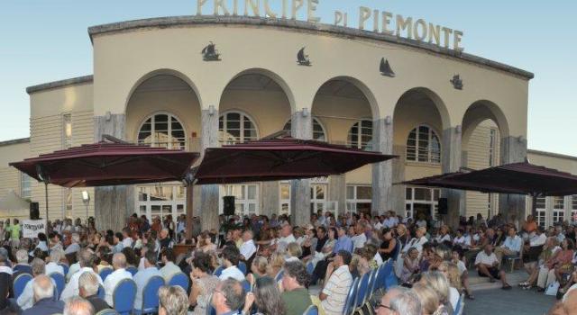 """""""Urge un consiglio comunale aperto sulle sorti della Viareggio Versilia Congressi"""""""