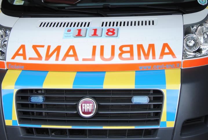 Scontro tra due automobili a Camaiore, ferite lievi per le protagoniste dell'incidente