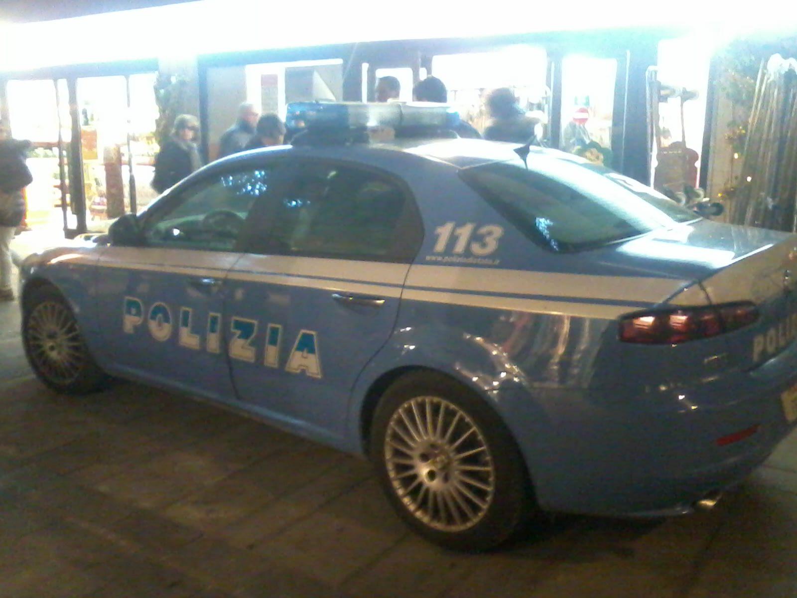Ubriaco alla guida non si ferma all'alt dei carabinieri. Rocambolesco inseguimento in Darsena