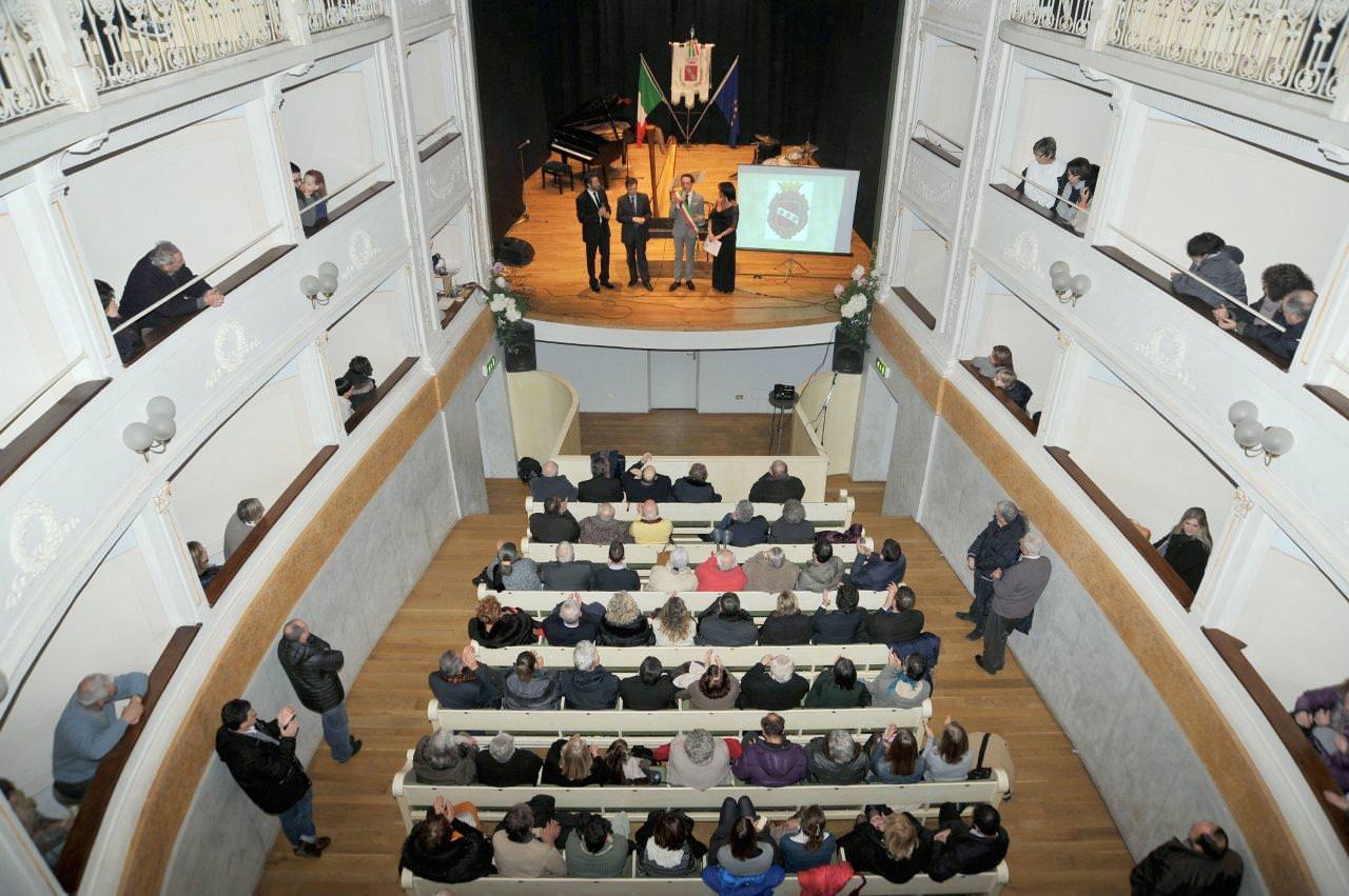 CAMAIORE, IL DIRETTORE ARTISTICO DEL TEATRO DELL'OLIVO INCONTRA LE COMPAGNIE LOCALI