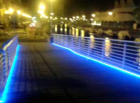 Nuova illuminazione per la passerella pedonale
