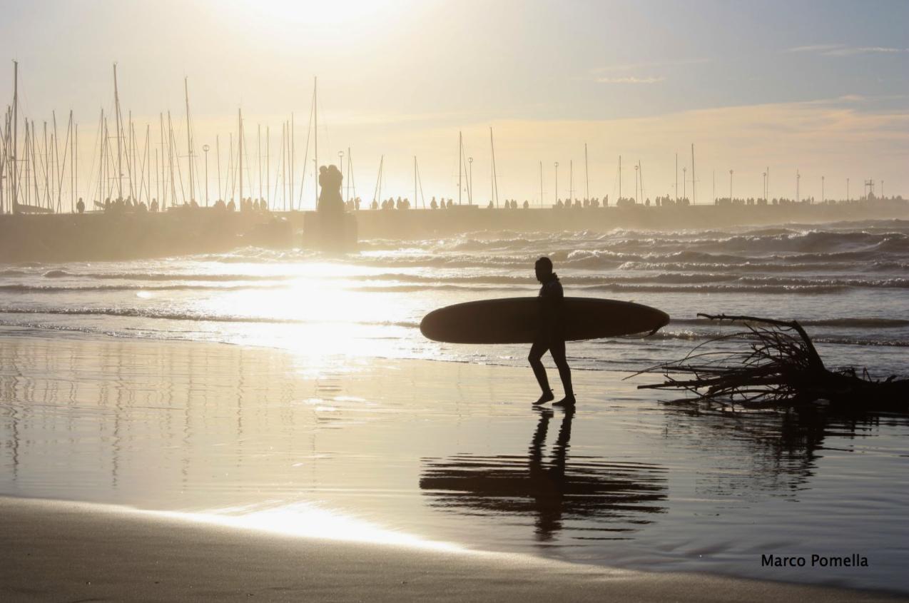 Lezioni di surf al bagno arizona life style - Bagno arizona viareggio ...