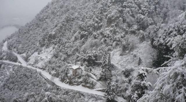 Allerta neve, sosta interdetta davanti al supermercato Conas