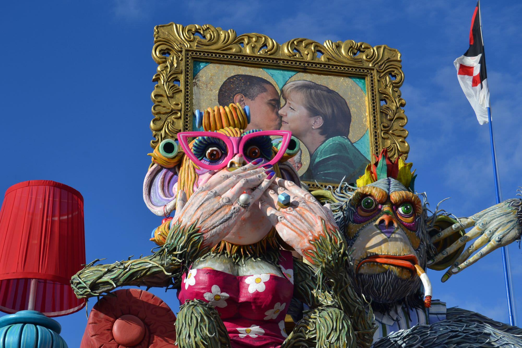 Carnevale estivo, dal carro dei fratelli Cinquini fiumi di birra