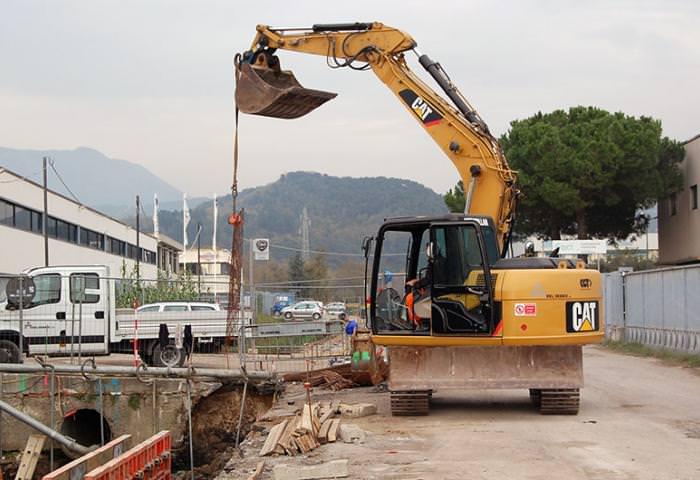 Cantieri aperti e strade chiuse a per lavori di asfaltatura a Forte dei Marmi