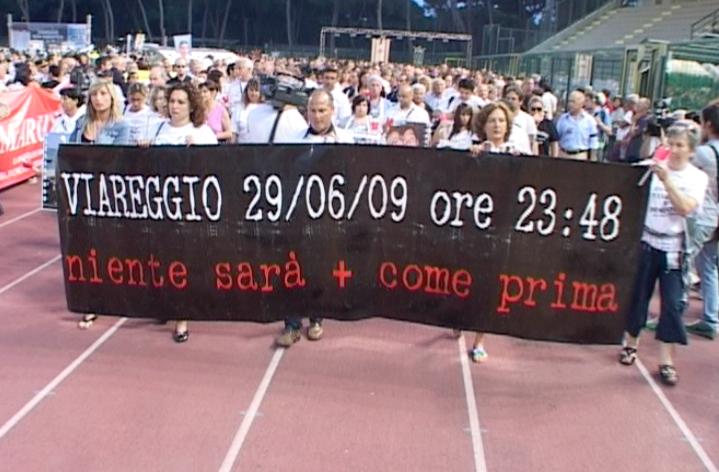 I familiari delle vittime della strage di Viareggio contestano Moretti e la Cgil a Rimini
