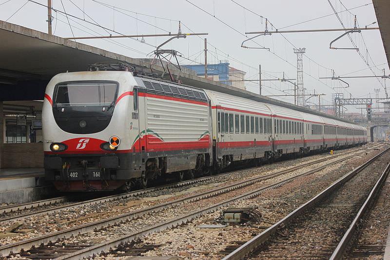 Caos treni, tre i roghi innescati: tra le ipotesi l' azione dimostrativa degli anarchici