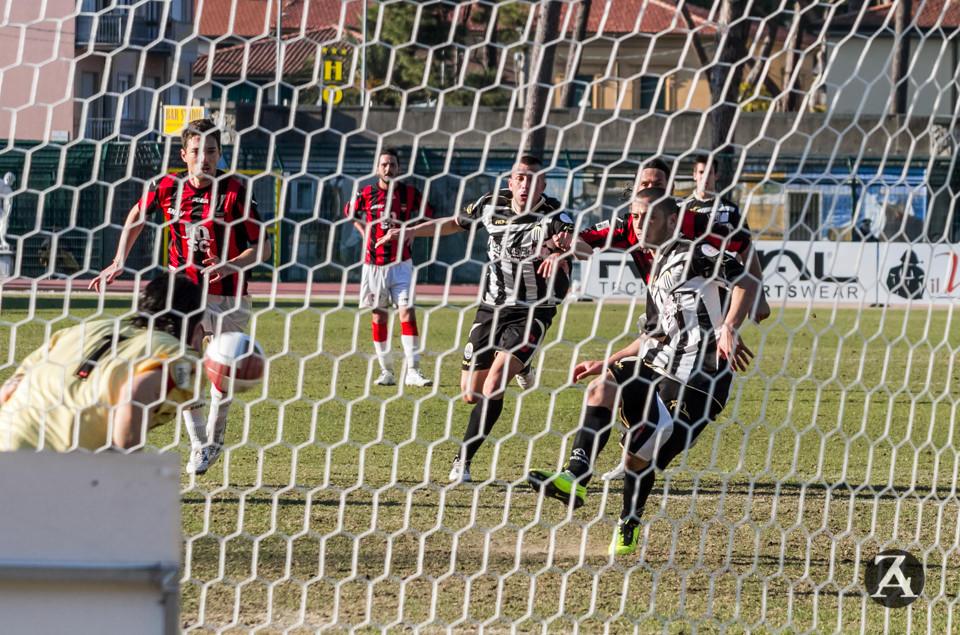 Calcio, doppio allenamento per il Viareggio