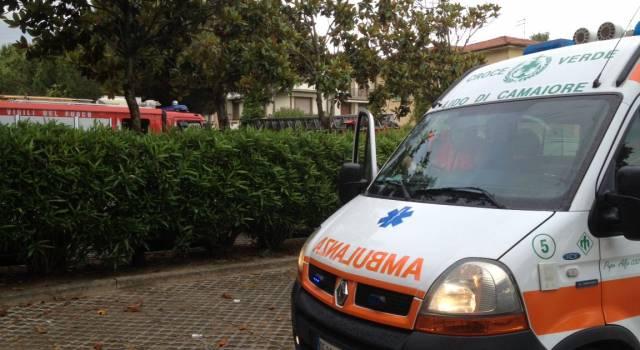 Scippata sul lungomare, trauma cranico per una turista: ricoverata a Livorno