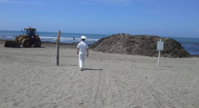 Lavarone in spiaggia a Lido di Camaiore. Balneari su tutte le furie