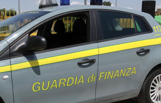 La guardia di finanza sequestra 150mila prodotti contraffatti