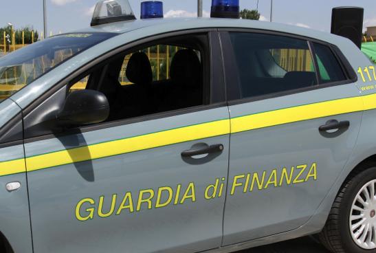 Maxi operazione della Guardia di Finanza. Nei guai 16 aziende e un professionista