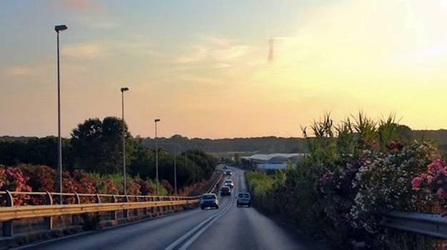Verde pubblico, tagliate le erbacce lungo la via Aurelia Sud e nei pressi del cavalcavia Arcobaleno