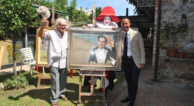 """""""Arte in giardino"""", il decano dei carristi Arnaldo Galli espone i quadri nel cortile di casa sua"""