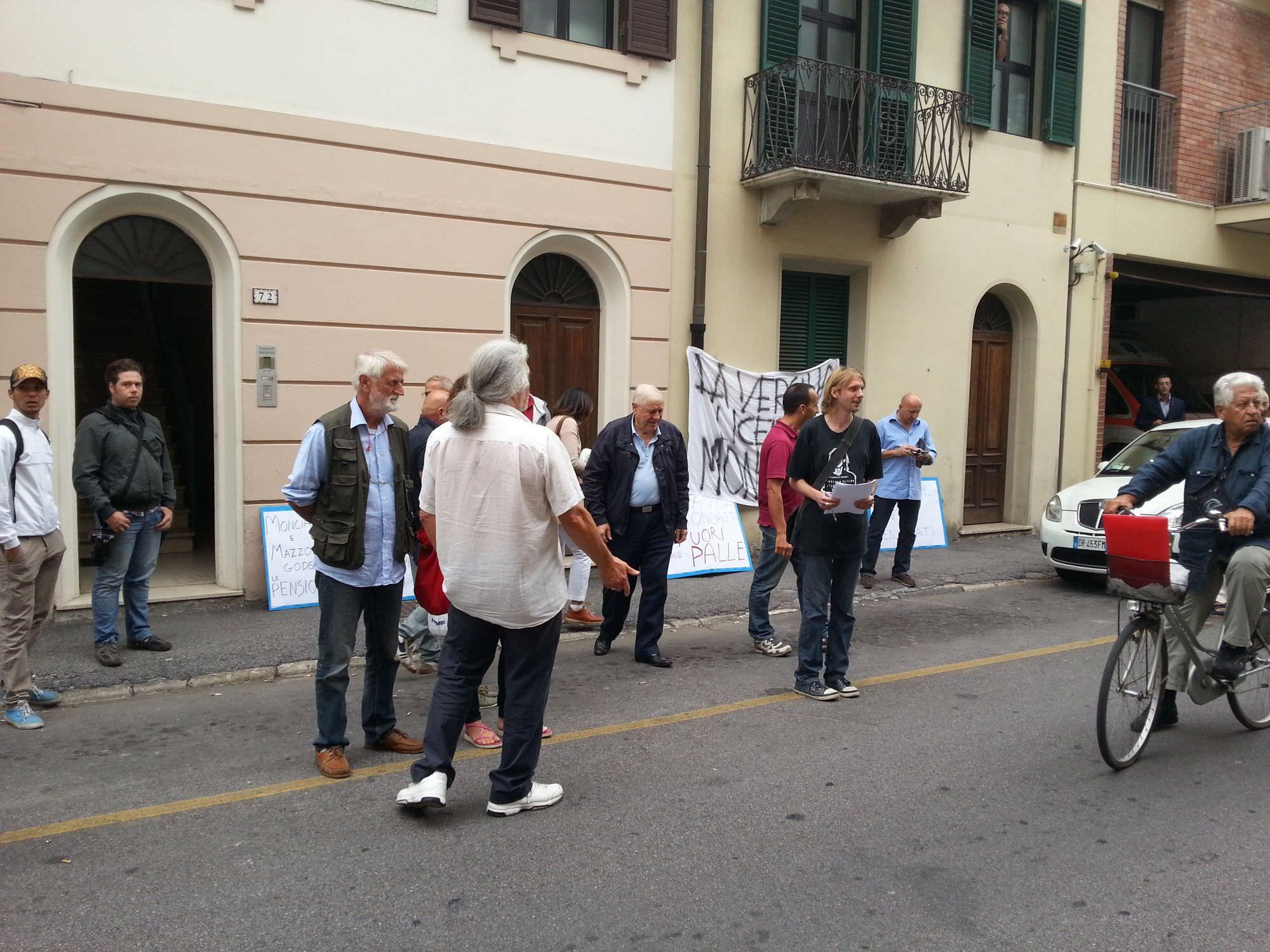 Gli ex dipendenti di ReteVersilia sollecitano la consegna del Tfr