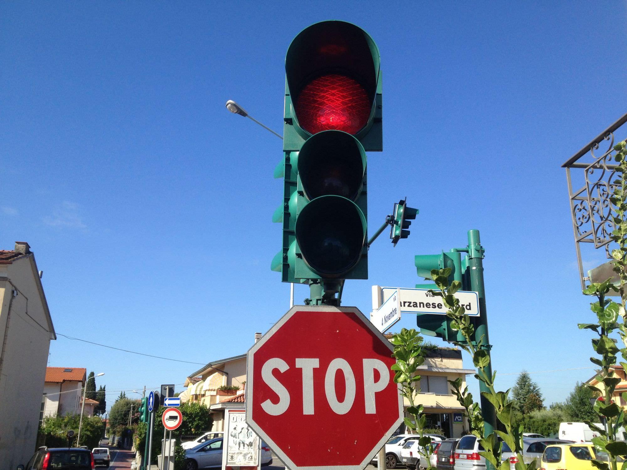 Nuovo semaforo all'incrocio tra via Macchia Monteggiorini e via del Paduletto