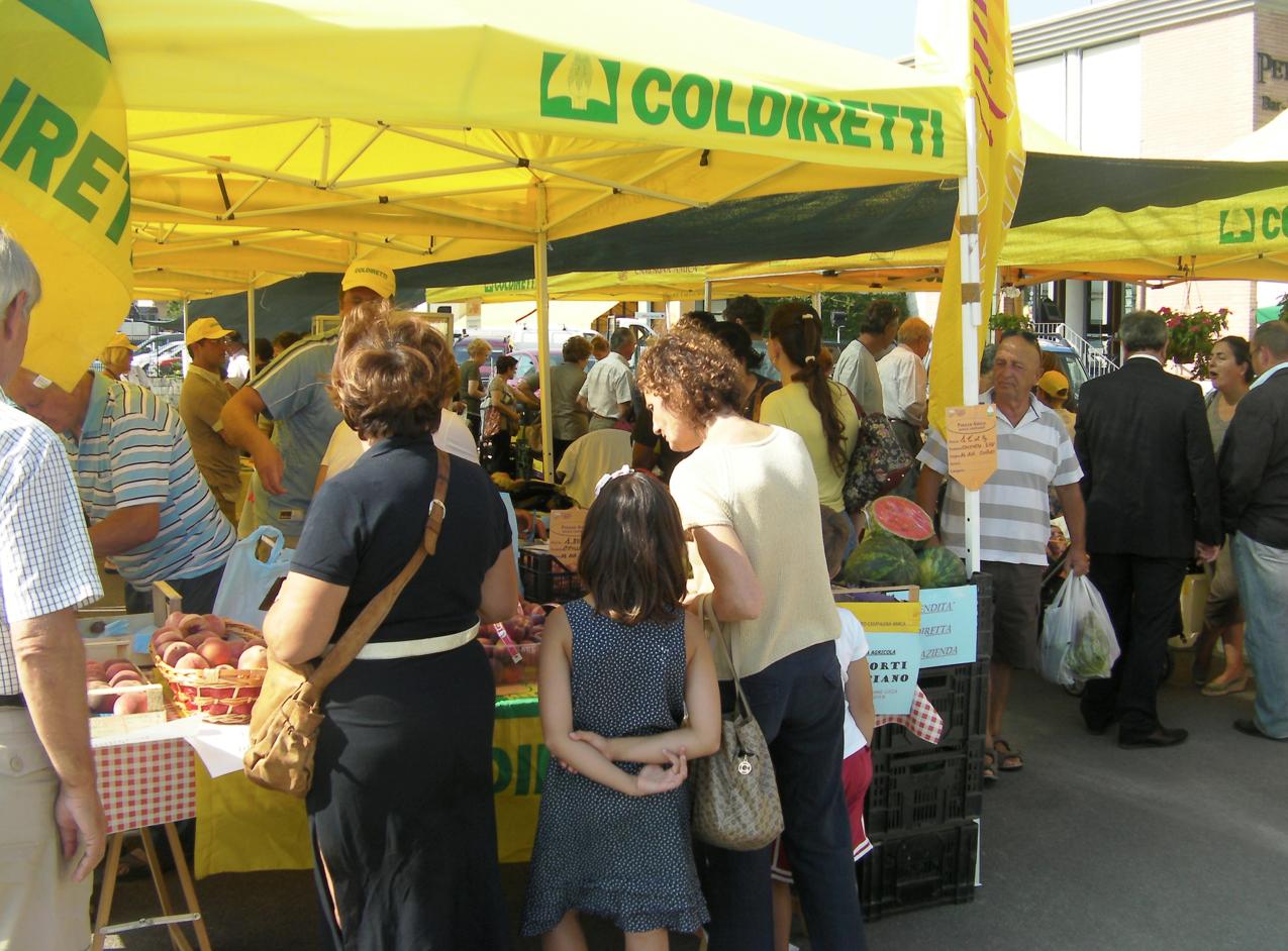 """""""Al mercato di Coldiretti devono essere venduti solo prodotti veramente a chilometro zero"""""""