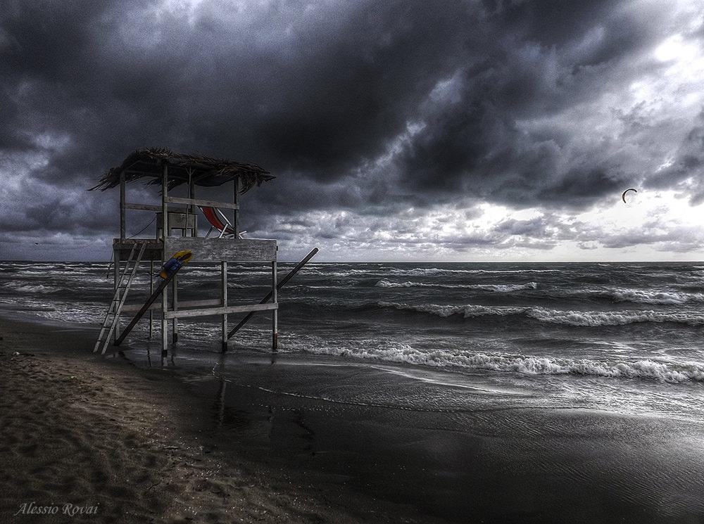 Nuova allerta meteo. Pioggia e vento sulla Versilia