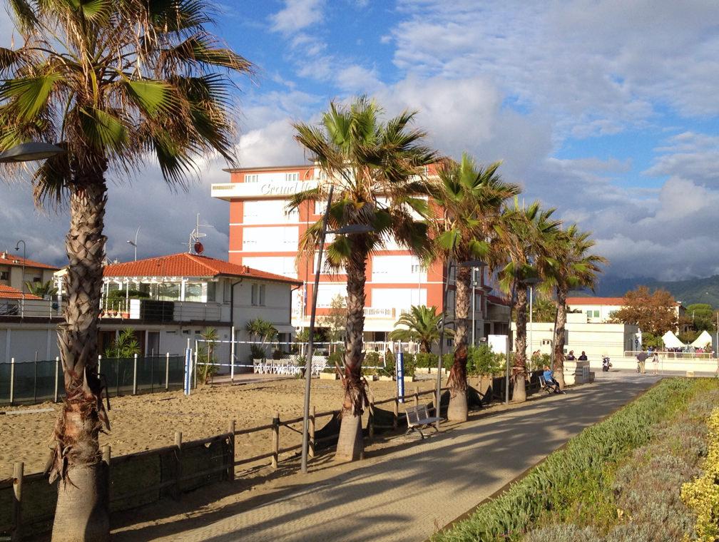 """Freno agli svincoli alberghieri a Lido di Camaiore. Del Dotto: """"Così si fa turismo"""""""