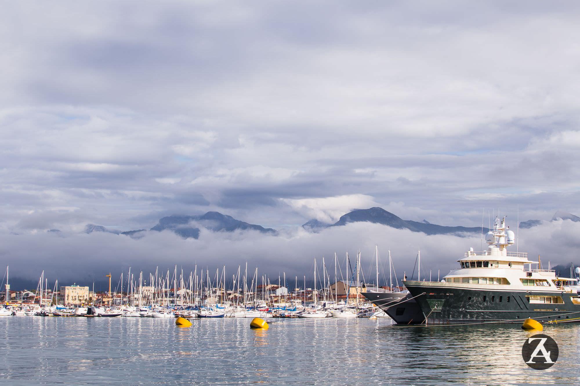 """""""Aumentare ormeggi per grandi imbarcazioni al Porto di Viareggio"""""""