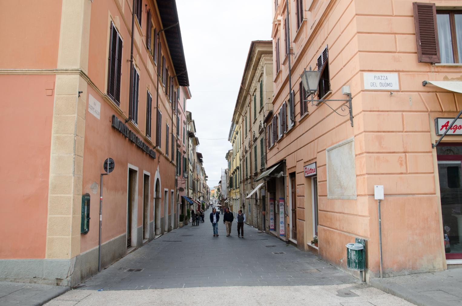 A Pietrasanta è l'ora della Fiera di San Biagio, si può parcheggiare su viale Oberdan