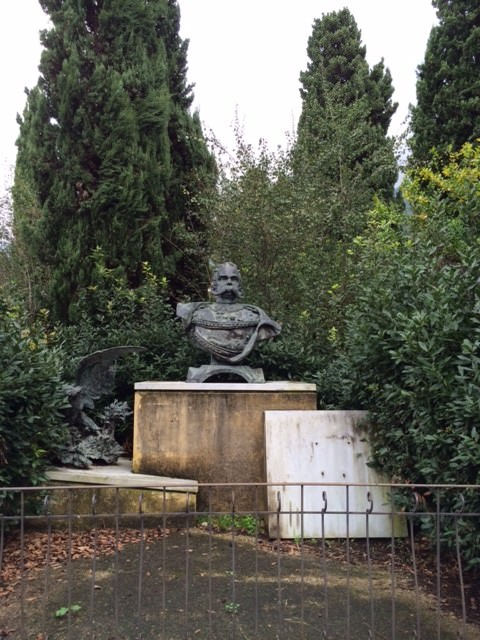 """""""Una vergogna vedere il monumento a Re Umberto I abbandonato al suo destino"""""""