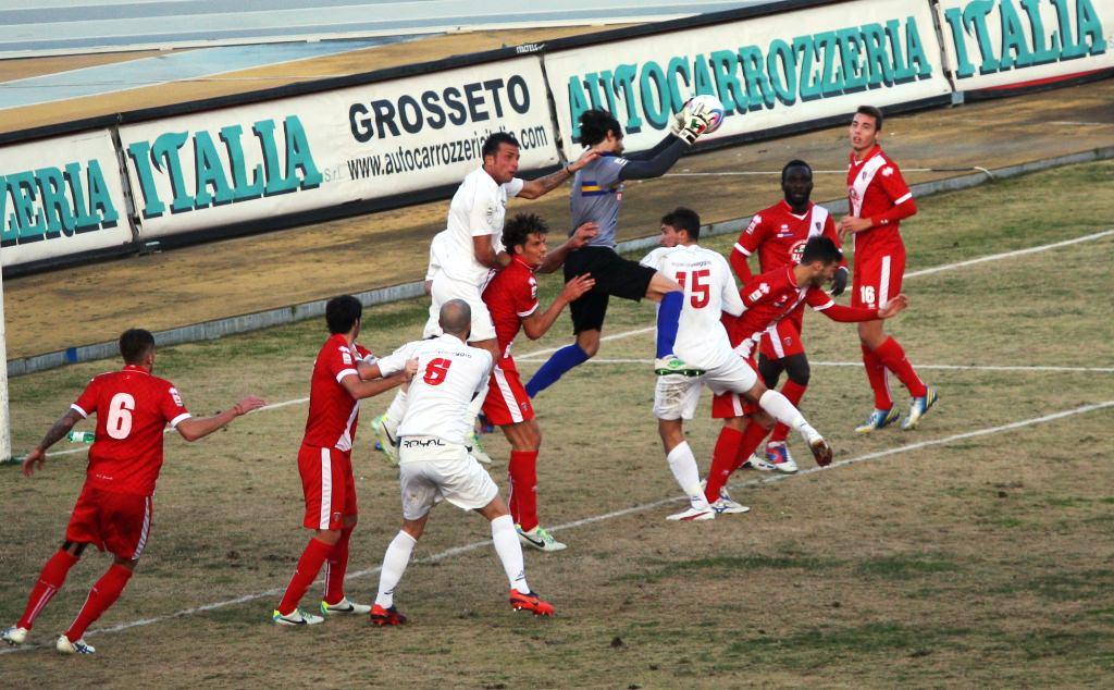 Viareggio-Grosseto, fischia Fiore. A L'Aquila cacciò Gazzoli dopo tre minuti