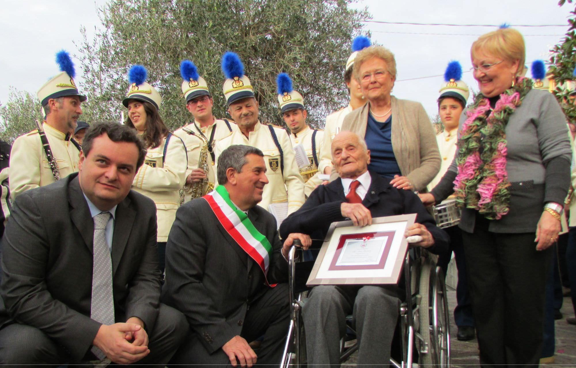 Festa grande a Quiesa per i 100 anni di Ivano Lazzarini