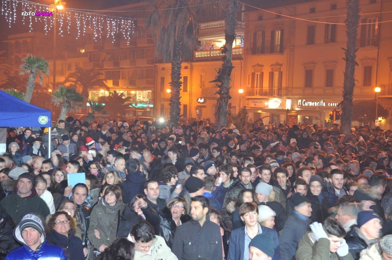 San Silvestro vista mare stasera a Viareggio: modifiche al traffico per la festa in piazza Mazzini