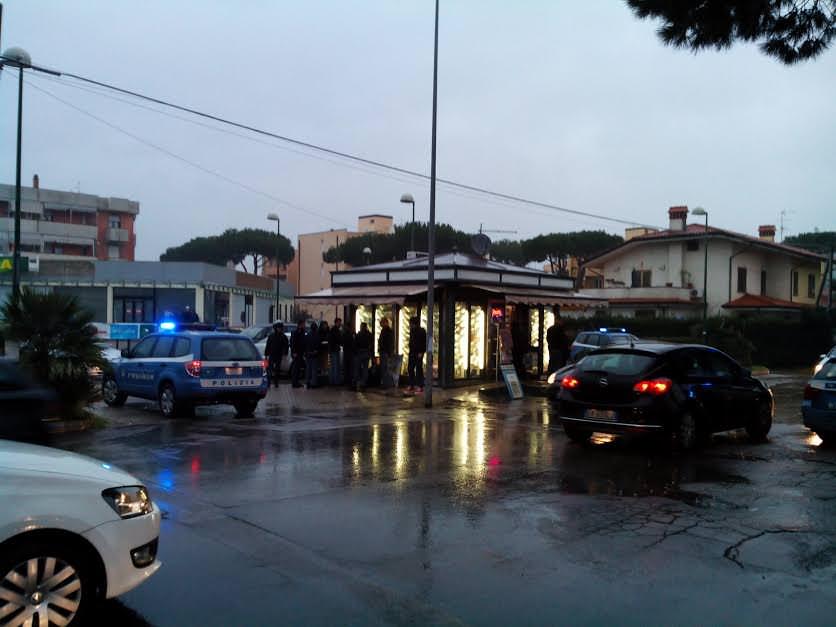 """L'edicolante in Via Rosselli testimone dell'arresto: """"Pensavo fosse un incidente stradale"""""""