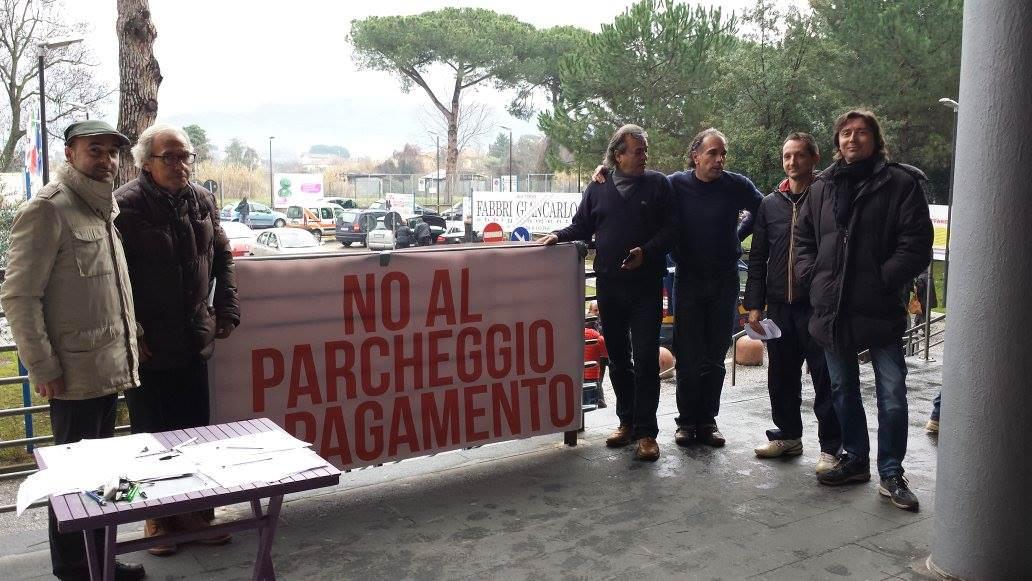 Il consiglio provinciale contro il parcheggio a pagamento all'ospedale Versilia