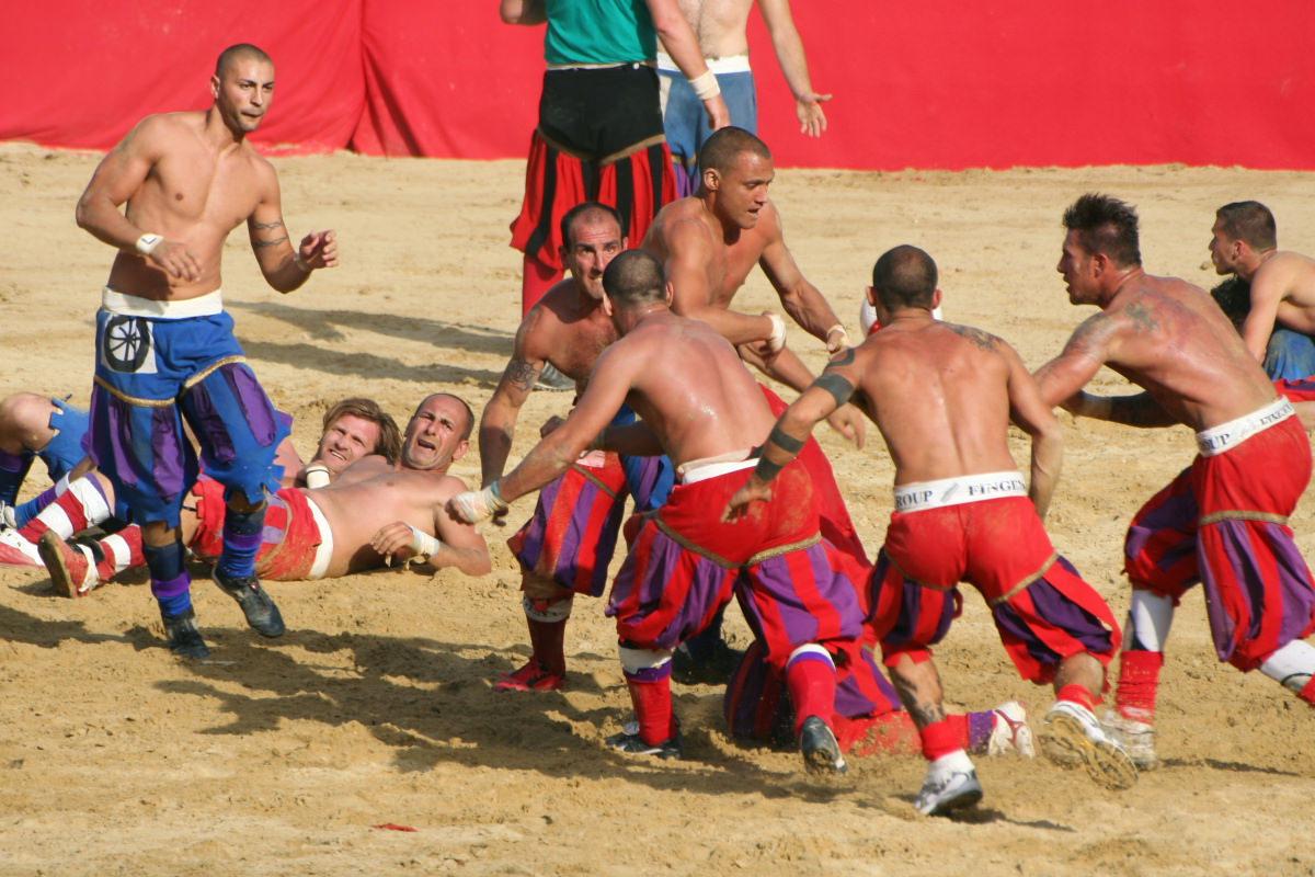 Il calcio storico fiorentino al Carnevale di Viareggio