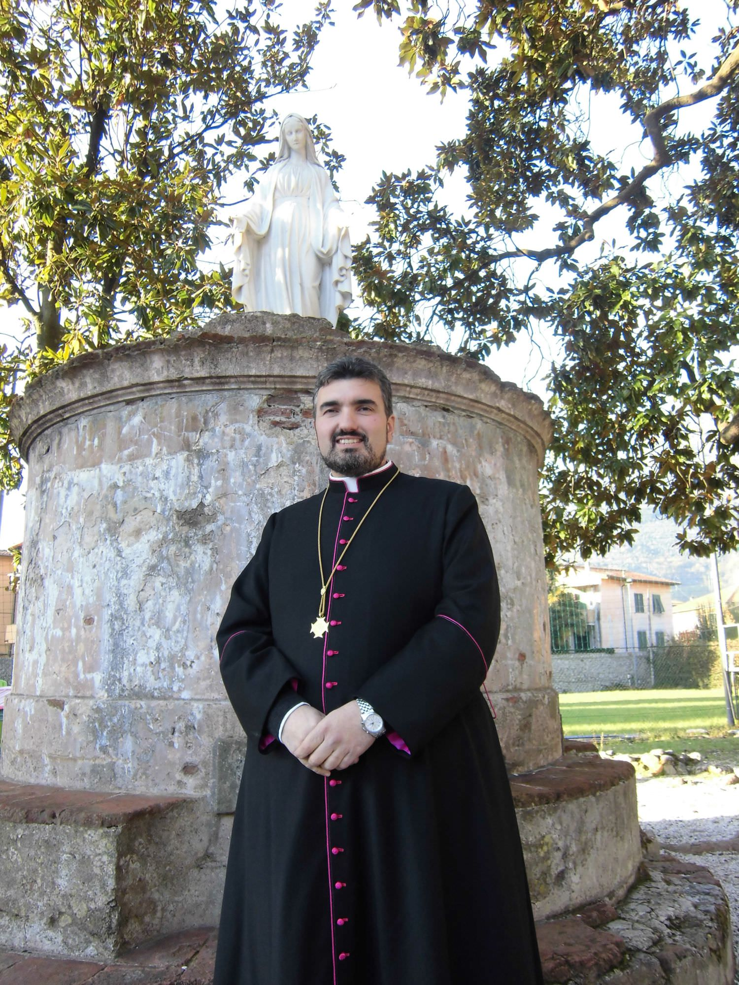 Buon Compleanno Monsi. I volontari della Parrocchia di Santa Maria Assunta festeggiano Don Damiano