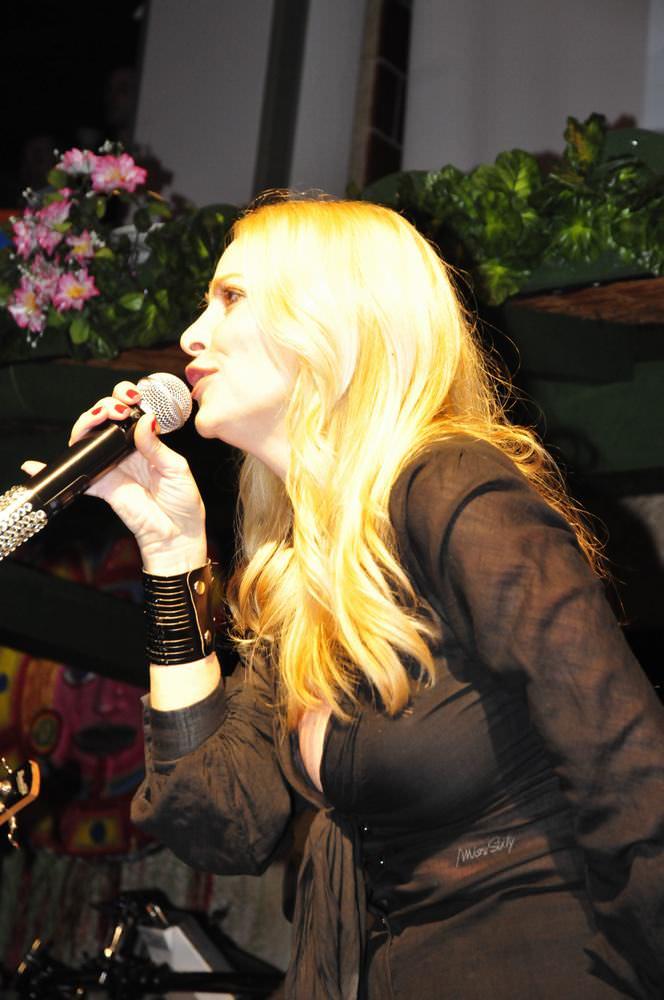 Stefania Orlando in Capannina tra musica e spettacolo