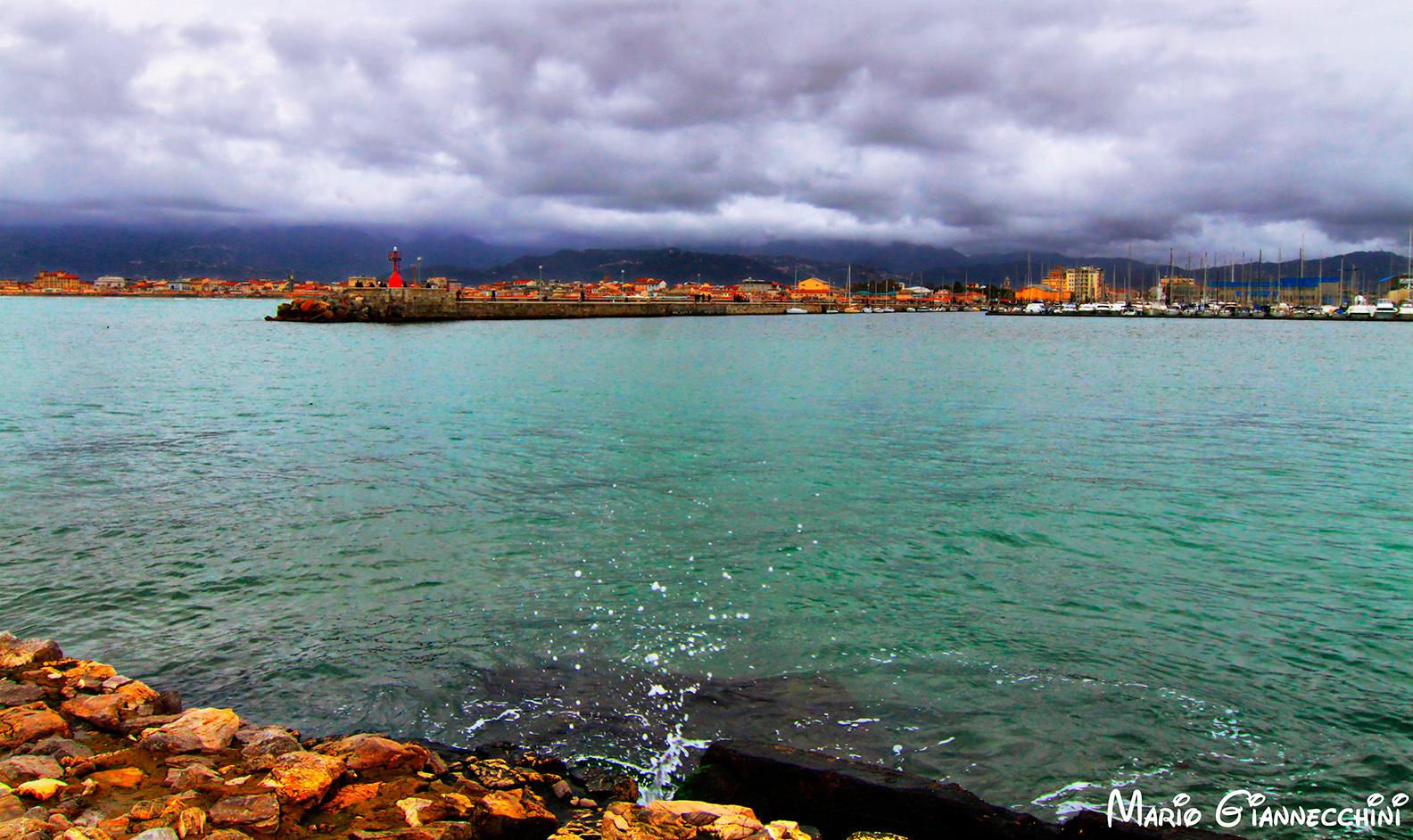 A Viareggio il mare torna balneabile, ordinanza di divieto revocata