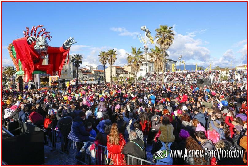Carnevale. Biglietto a 1 euro per chi fa acquisti in Versilia