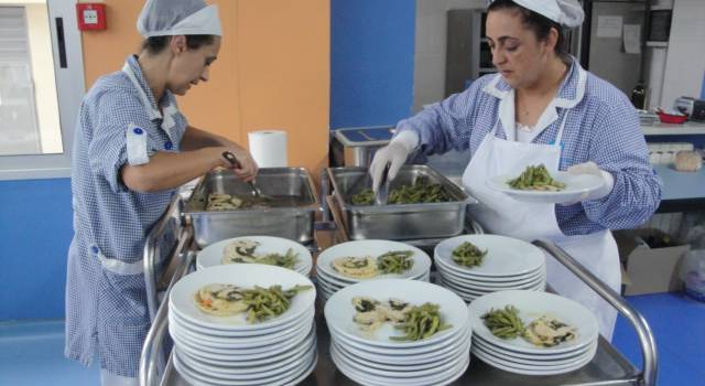 Mense a Viareggio, per il pasto portato da casa decide la scuola