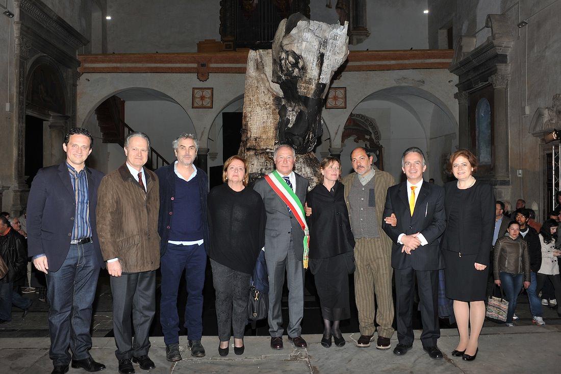 """Folla e suggestione sotto la pioggia per l'inaugurazione di """"Lapidarium"""""""