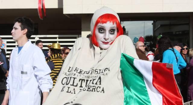 Carnevale di Viareggio, dal Comune contributo tagliato del 30%