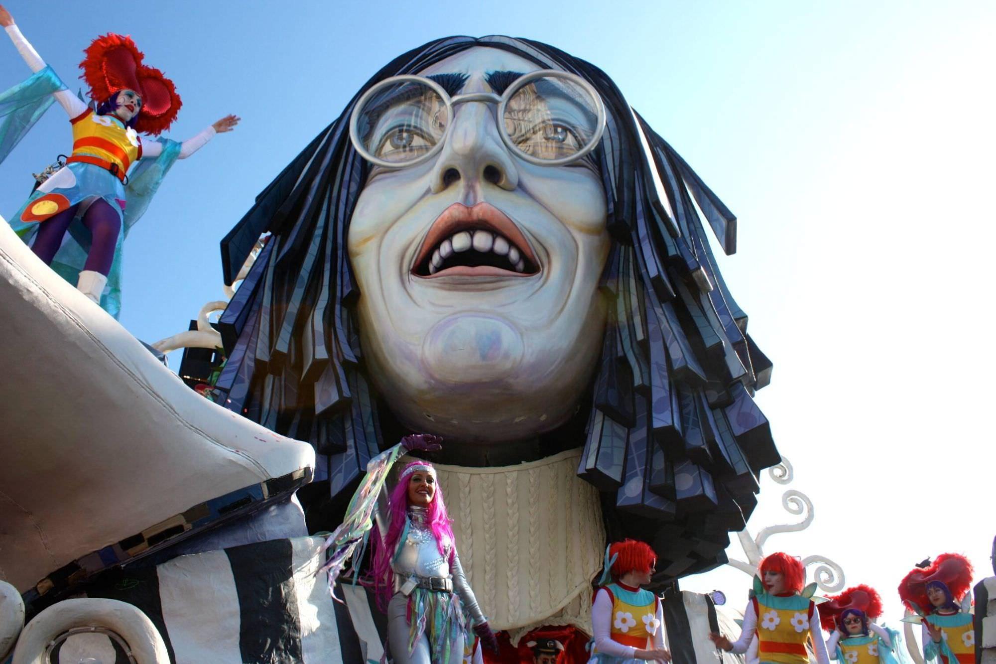 Al Carnevale di Viareggio i proventi della tassa di soggiorno, la proposta degli albergatori